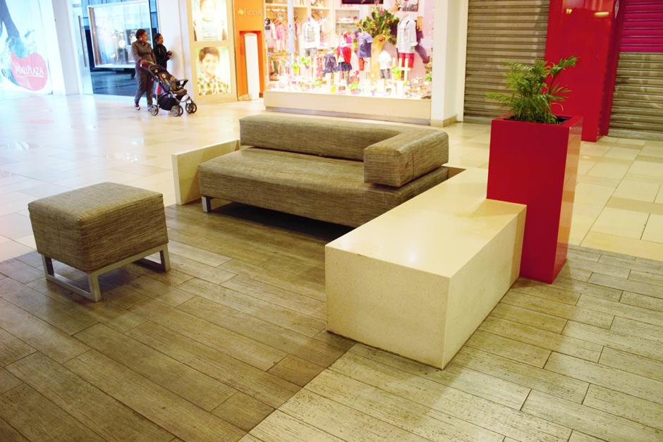 Jardineras en Mall Plaza Alameda con Staron